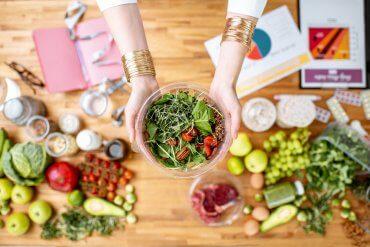 Jak jeść zdrowiej i mniej? Poznaj 5 zasad!