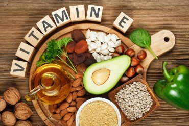 Witamina E. Na co działa witamina płodności?