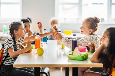 Cukier narkotykiem dla dzieci? Jak dbać o zdrową dietę najmłodszych?