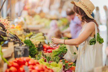 5 (niskokalorycznych) produktów, które warto jeść pod koniec lata