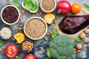 Jak komponować dietę dostarczającą żelaza?