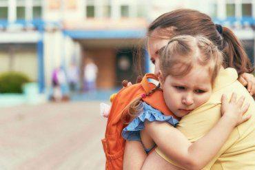 Poradnik dla rodziców – jak opanować stres szkolny dziecka?