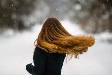 Jak poprawić wygląd włosów zimą?